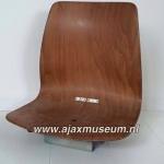 Originele houten stadion stoeltje uit het Olympisch stadion. De stoeltjes zijn geplaatst in 1985 en vervangen in 2011 dus hebben de nodige ajax wedstrijden en successen meegemaakt.
