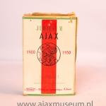 Jubileum Ajax 1900 – 1950 18 maart Strand 10 virginia cigarettes.Tijdens het vijftig-jarig bestaan van de club kwam Ajax met een 'eigen' merk sigaretten.