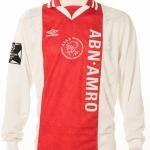 Wedstrijdshirt van Patrick Kluivert gedragen tijdens de halve finale Ajax - Bayern München. Ajax won met 5-2. Doelpunten van 2x Jari Litmanen, Finidi George, Ronald de Boer en Marc Overmars.