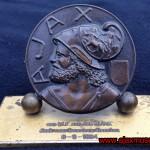 Bronzen penning Ajax: W.F. van den Hurk. Dank voor bewezen diensten 8-9-1964