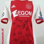 Wedstrijdshirt Danny Hoesen. Seizoen: 2013- 2014. Op het shirt staan alle handtekeningen van alle spelers van dat seizoen.