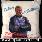 """Kussen Piet Schrijvers """"Voetballer van het jaar 1983 - 1983. De Beer uit de Meer"""
