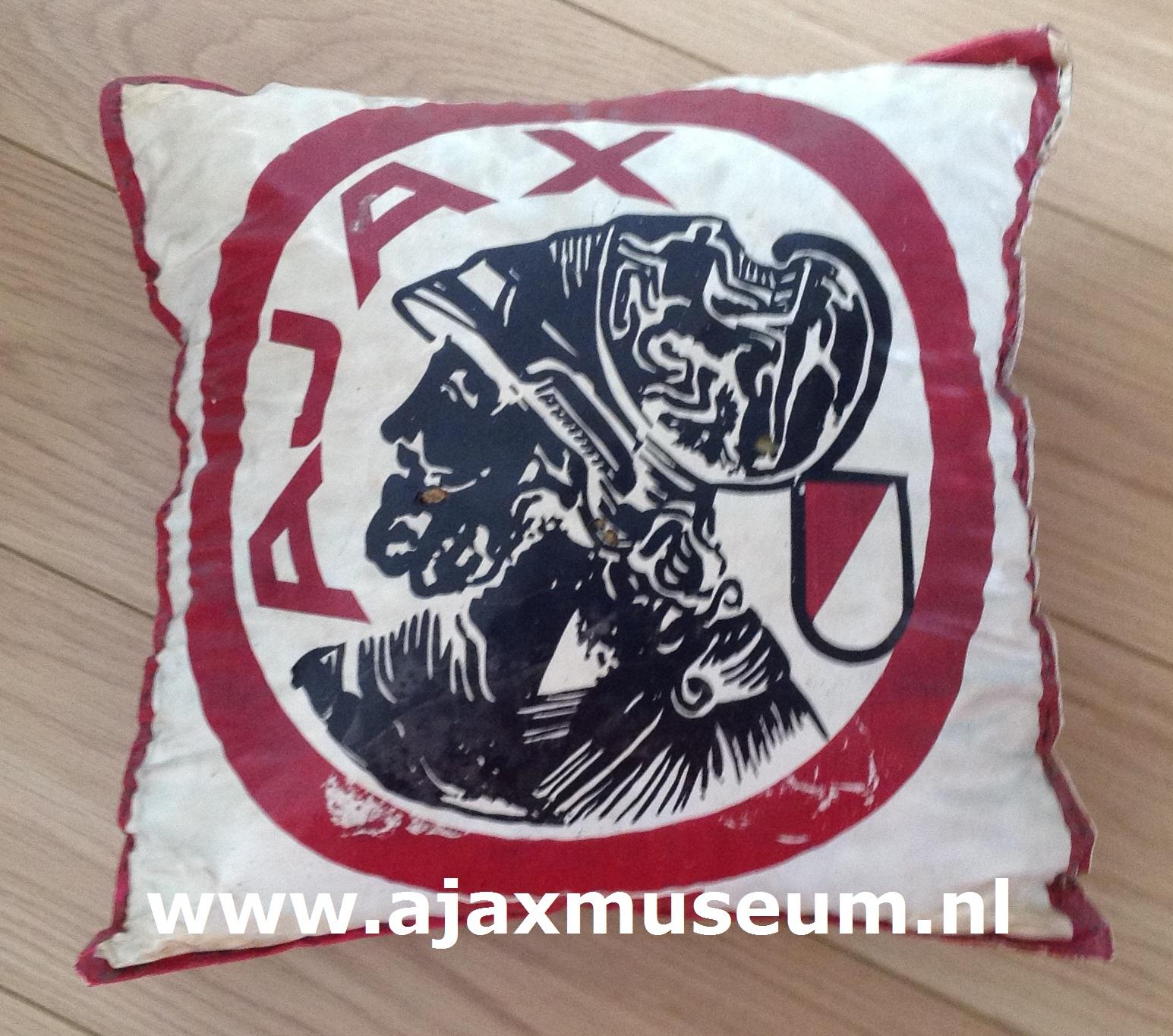 Diversen ajax museum for Ajax kussen