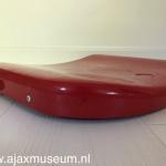Ajax heeft een ander interieur gekregen in 2017 dat beter past bij de clubkleuren.  Dit is een oud stoeltje uit de Johan Cruijff Arena.
